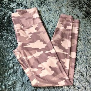 High waisted pink camouflage print leggings